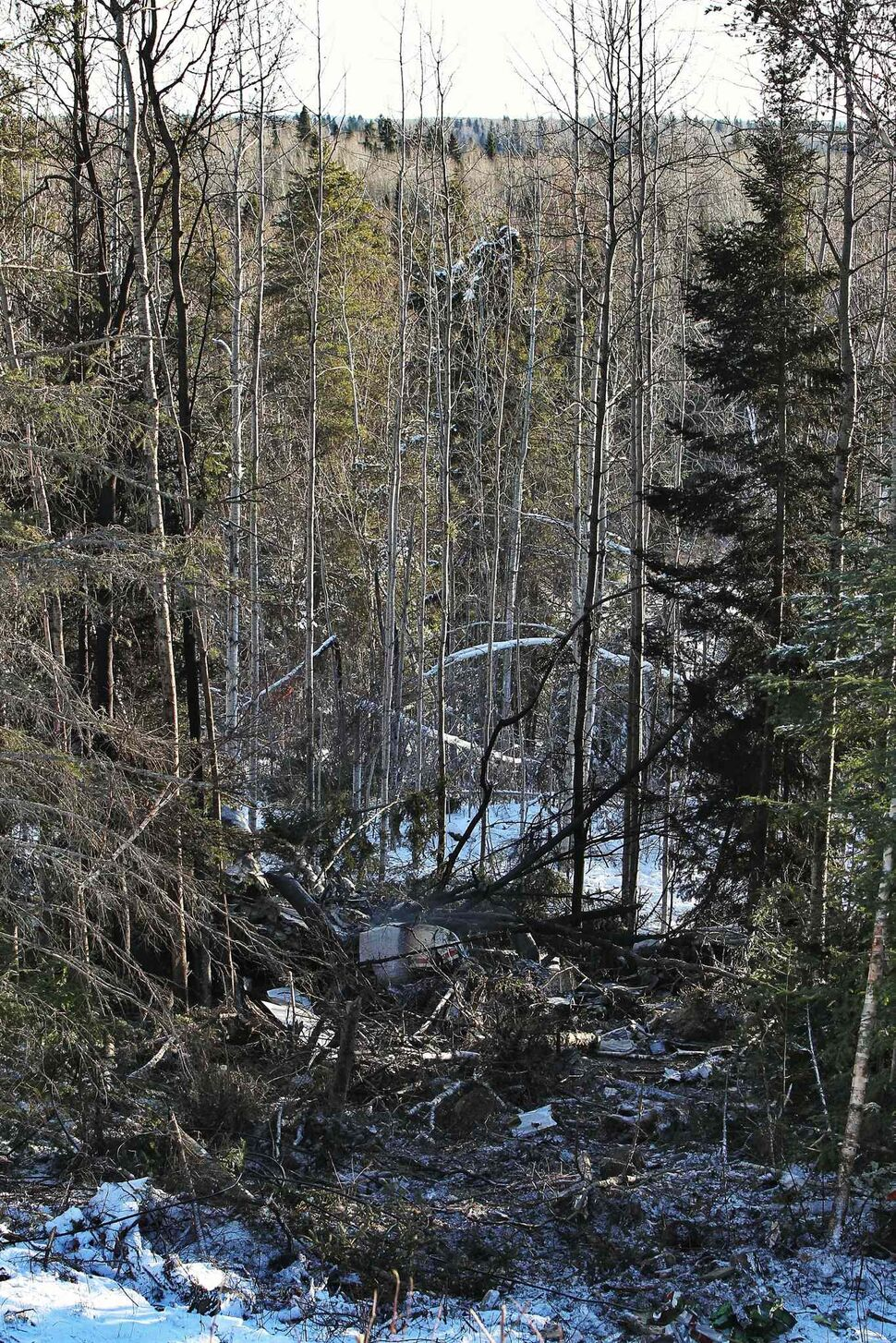 The scene of the plane crash near Red Lake, Ontario. A Bearskin Airline plane crashed just before landing killing five while two others survived. (Mike Deal / Winnipeg Free Press)