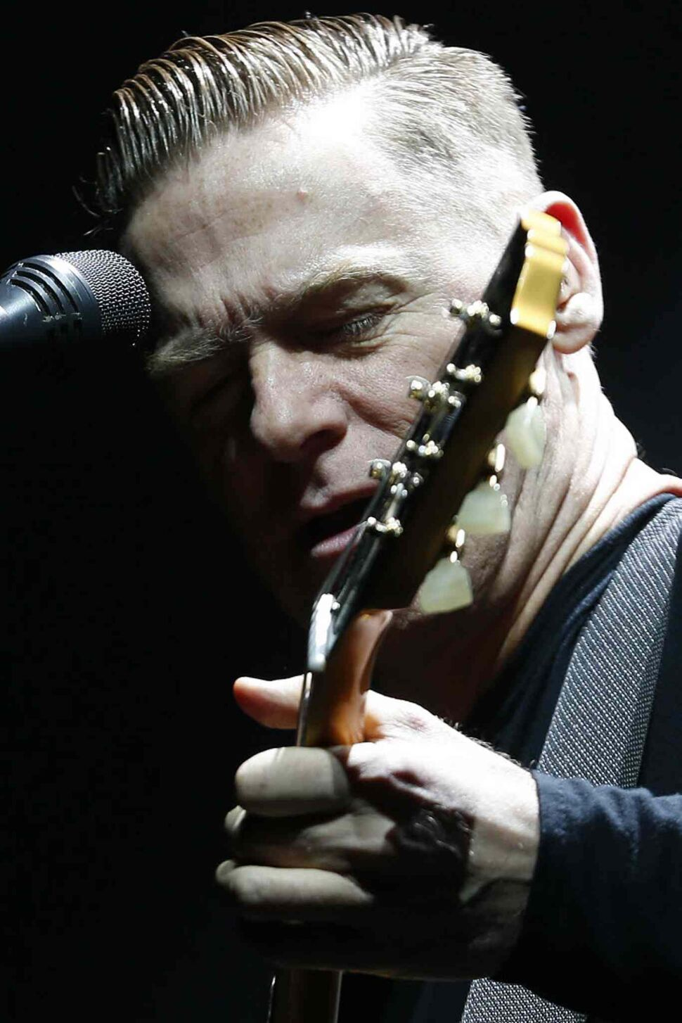 Bryan Adams wows fans with a set full of classics at MTS Centre Tuesday night as part of his 30th anniversary tour.  (John Woods / Winnipeg Free Press)