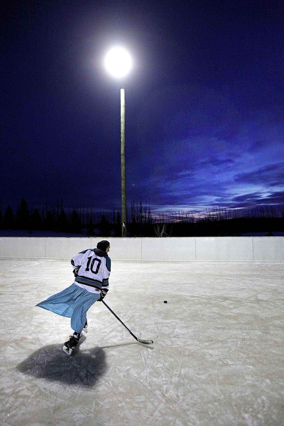 PHIL HOSSACK / WINNIPEG FREE PRESS</p><p>Tirzah Maendel circles back towards another shot at the net on the Baker Community hockey rink.</p>