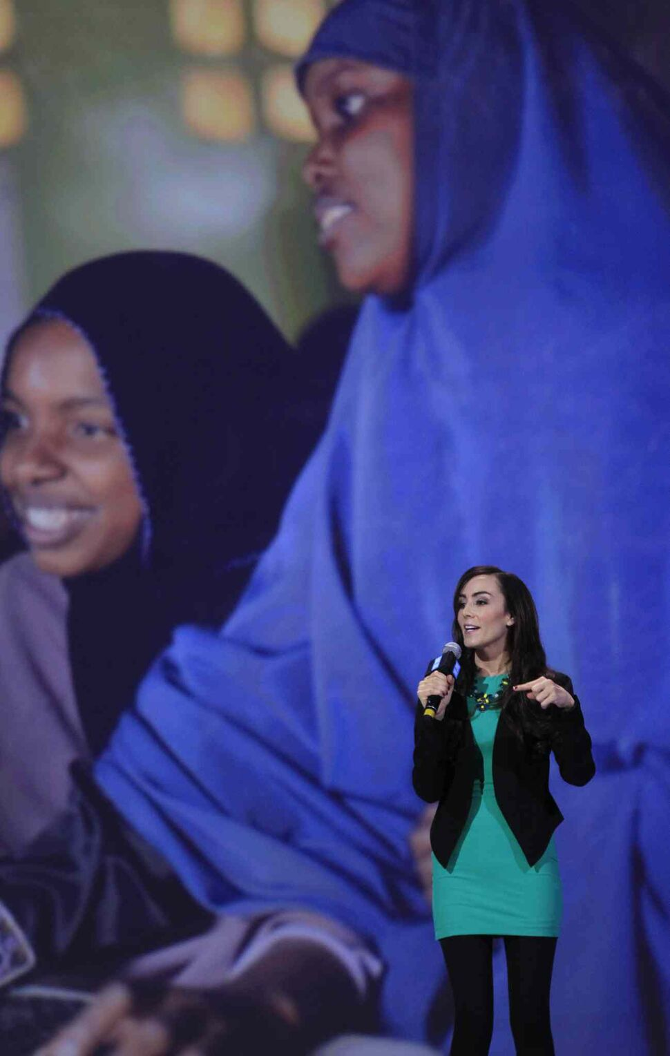Amanda Lindhout, author of A House in the Sky, speaks at We Day. (Wayne Glowacki / Winnipeg Free Press)