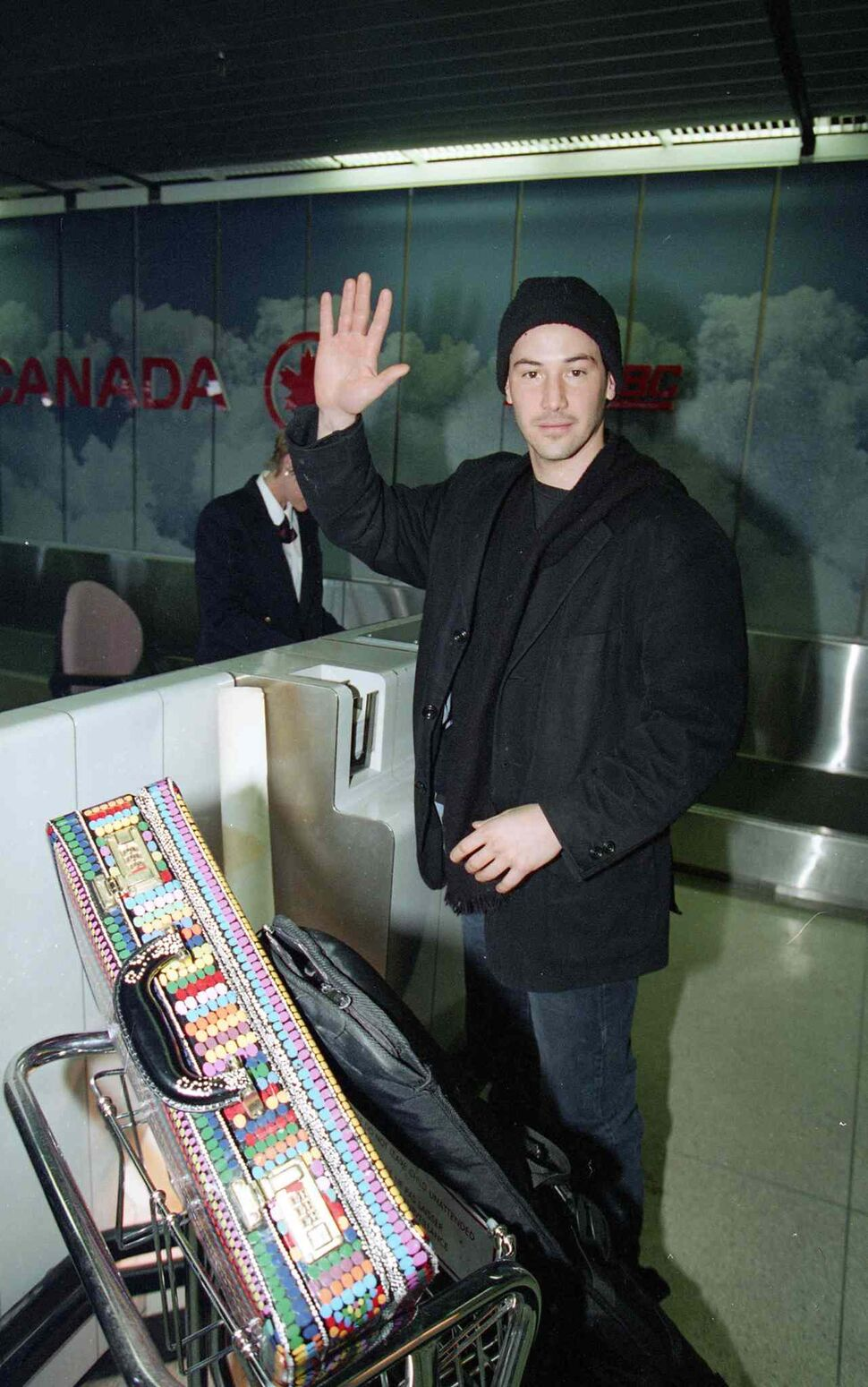 Keanu Reeves leaves Winnipeg and signs autographs while before going through security at the airport in February, 1995 . (MARC GALLANT / WINNIPEG FREE PRESS Files)