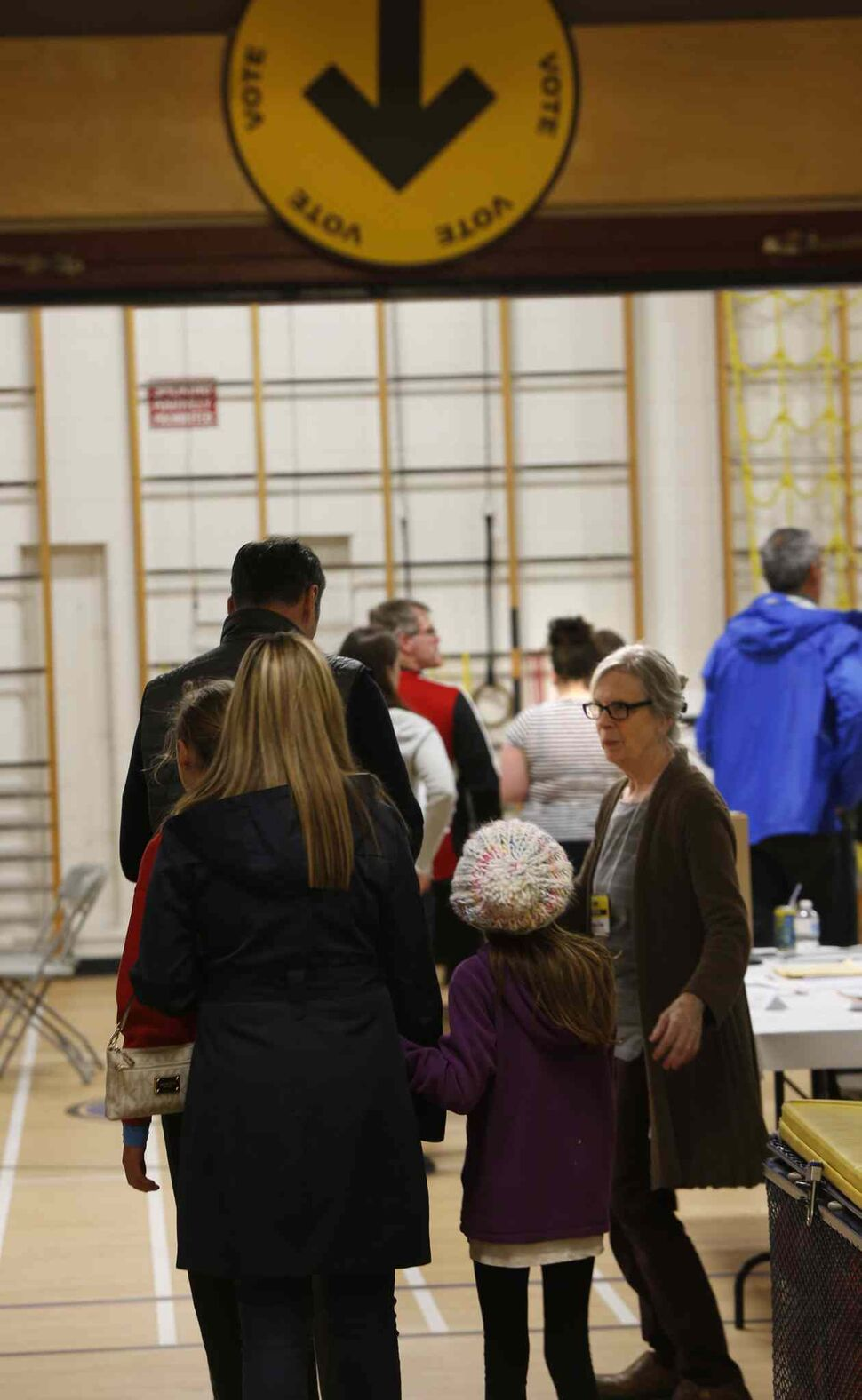 A steady flow of voters in the federal election at the polling station in Oakenwald School at 6:30pm Monday. The wait time was about 5minutes.  Wayne Glowacki / Winnipeg Free Press October 19 2015