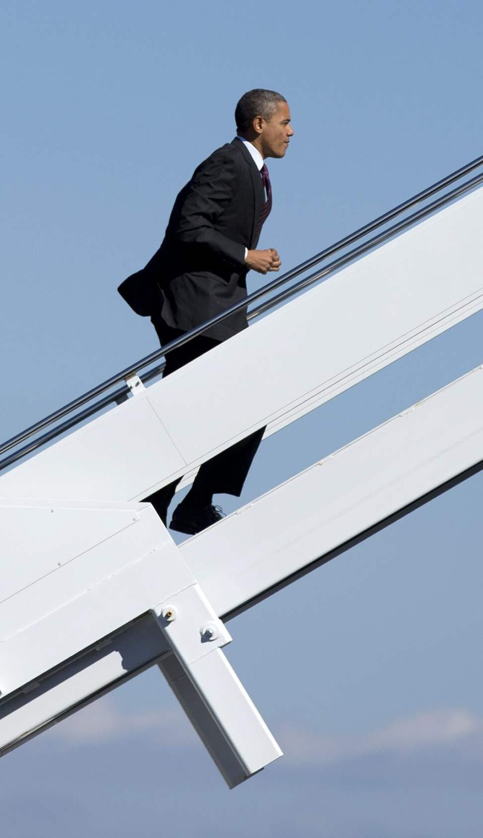 President Barack Obama boards Air Force One at Newport News Williamsburg International Airport, Tuesday, Oct. 16, 2012, in Williamsburg, en route to New York. (AP Photo/Carolyn Kaster)