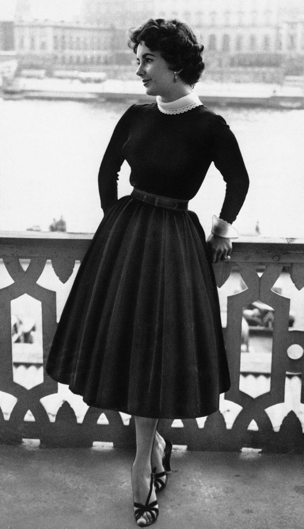In this Sept. 25, 1953 file photo, actress Elizabeth Taylor stands on the balcony of the Grand Hotel in Stockholm, Sweden. (AP Photo/File)