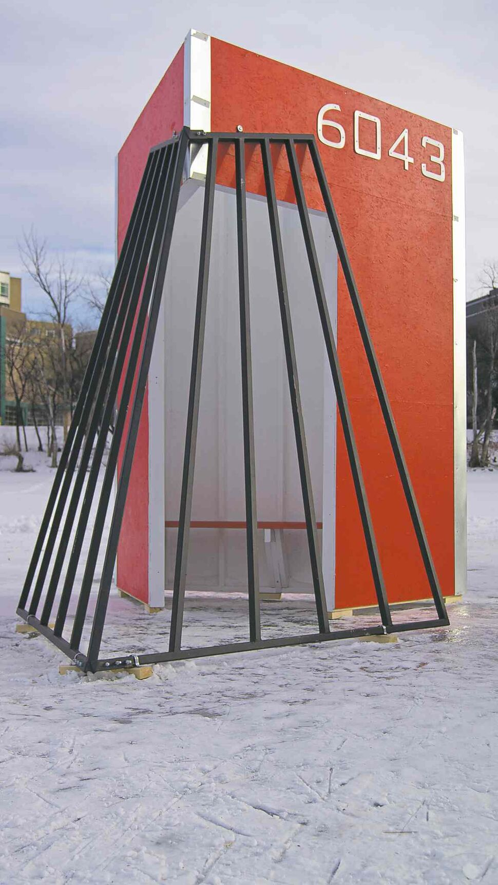 DANIELLE DA SILVA / CANSTAR FILES Warming hut 6043, designed and constructed by students at Kelvin High School.