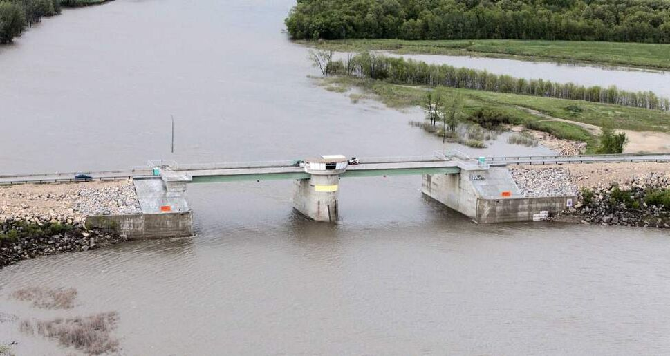 The Floodway Gates south of the city. (MIKE DEAL / WINNIPEG FREE PRESS)