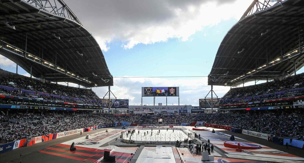 Fans start to make their way to their seats before the NHL game between the Winnipeg Jets and the Edmonton Oilers on Sunday. (MIKE DEAL / WINNIPEG FREE PRESS)