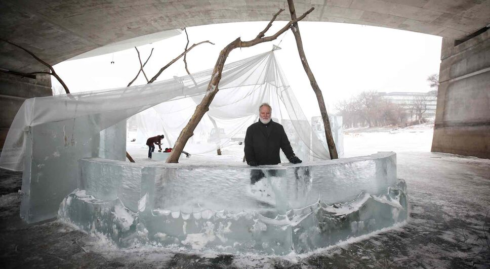 MIKE DEAL / WINNIPEG FREE PRESS FILES Local filmmaker Guy Maddin at the warming hut he designed.