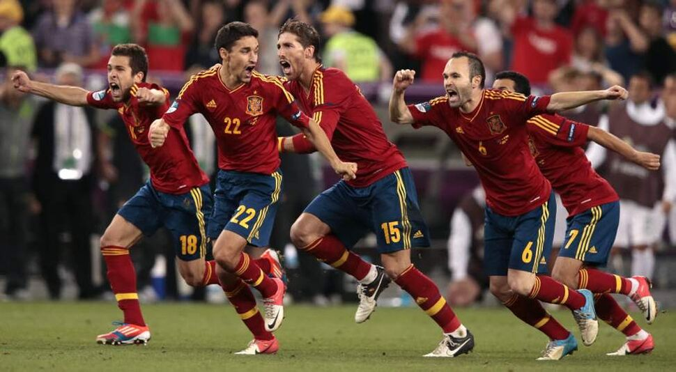 Spain's players celebrate after winning the penalty shootout during the Euro 2012 soccer championship semifinal match between Spain and Portugal in Donetsk, Ukraine. (AP Photo/Ivan Sekretarev)