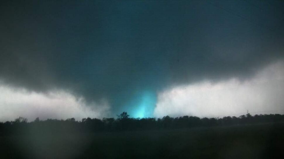 This frame grab from video shows lightning inside a massive tornado on Sunday, May 22, 2011, outside Joplin, Mo.  The tornado tore a 6-mile path across southwestern Missouri killing at least 116 people as it slammed into the city of Joplin, ripping into a hospital, crushing cars like soda cans and leaving a forest of splintered tree trunks behind where entire neighborhoods once stood.  (AP Photo/tornadovideo.net) (CP)