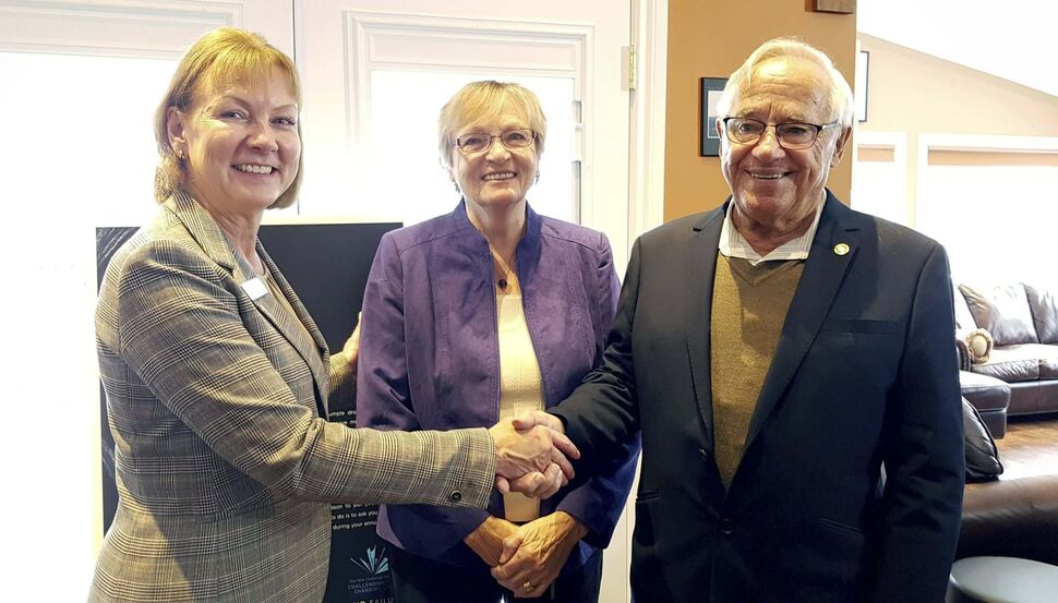 L-R: Val Dunphy (executive director, Kidney Foundation of Canada, Manitoba Branch) and Yvonne and Conrad Desender take part in the launch of the Challenging Limits/Changing Lives Campaign in support of the Kidney Foundation of Canada, Manitoba Branch, on Nov. 14, 2019 at the home of Giselle and Jean-Marc Roy. (Submitted)