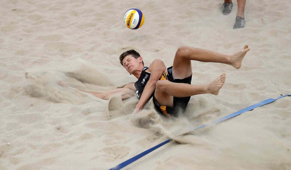 TREVOR HAGAN / WINNIPEG FREE PRESS</p><p>Team Manitoba's Dan Thiessen is unable to dig the shot by Team British Columbia during their beach volleyball quarter final match at Sargent Park, Wednesday, Aug. 2, 2017. Manitoba lost the match 2-1.</p>