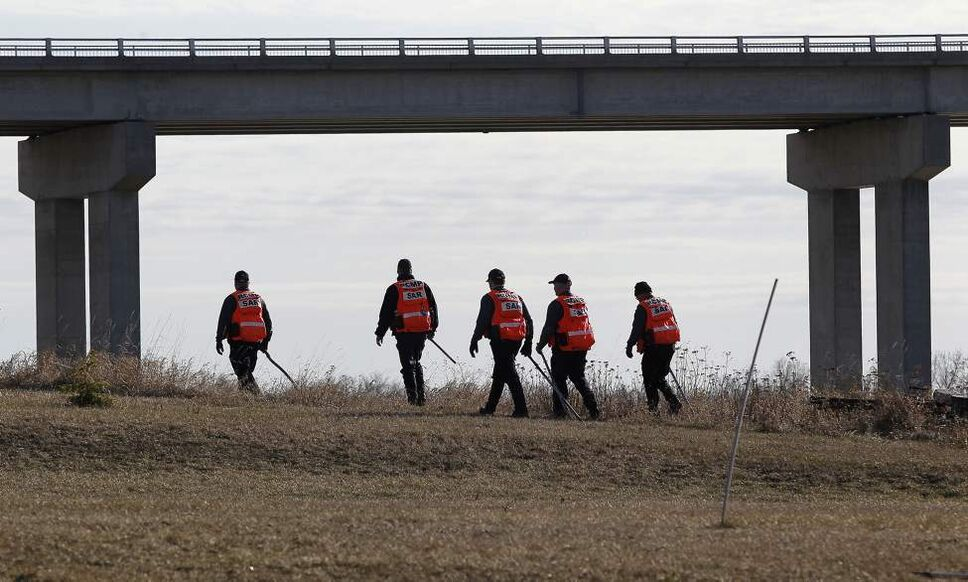 RCMP Search and Rescue search the east bank of the Red River just north of the Highway 4 bridge Sunday, April 1, 2012. Remains were found at the location yesterday and today. (John Woods / Winnipeg Free Press)