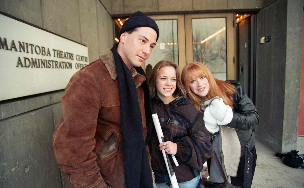 Keanu Reeves signs autographs outside the MTC in December 1994. (MARC GALLANT / WINNIPEG FREE PRESS Files)