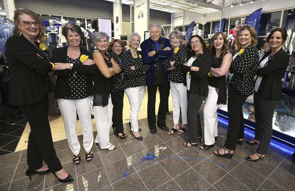 Fashion mogul Peter Nygard has some fun posing with breast-cancer survivor models, from left, Katherine Dane, Debbie Edkins, Wanda Anderson, Jodie Gale, Hedie Epp, Carol Graham, Roberta Smook, Lori Orchard, Charity Happychuk and Nancy Olson after the Nygard fashion show</p>