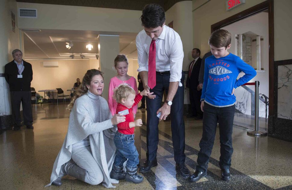 Liberal leader Justin Trudeau and his wife Sophie Gregoire arrive to cast their vote with their children, Hadrien, Ella-Grace and Xavier, left to right, Monday, October 19, 2015 in Montreal. THE CANADIAN PRESS/Paul Chiasson (CP)