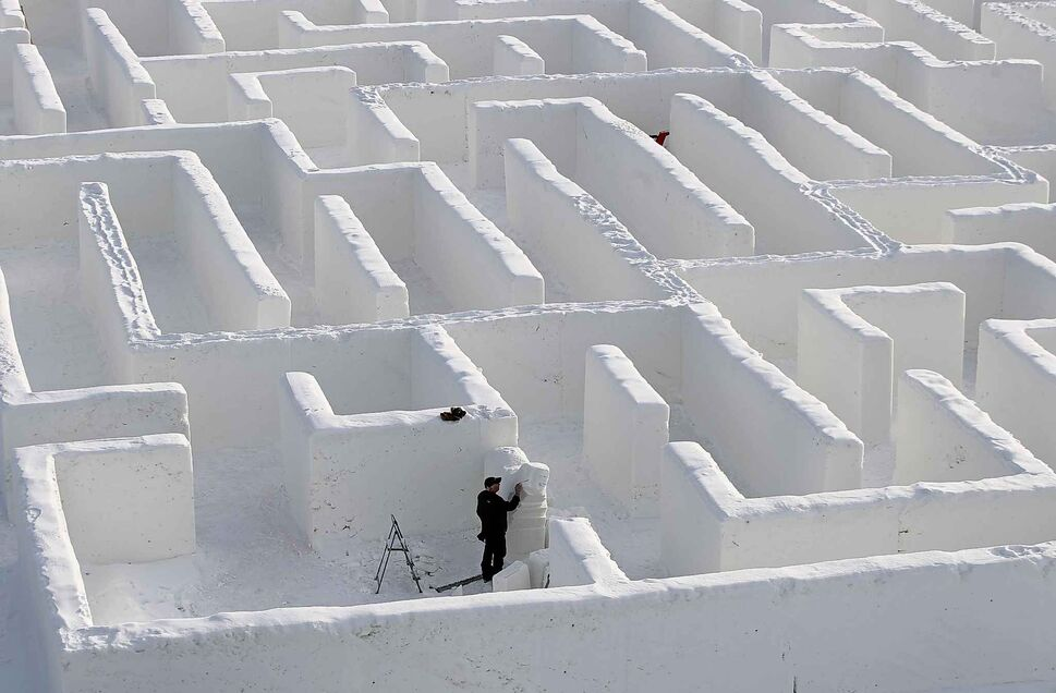 MIKE DEAL / WINNIPEG FREE PRESS Snow carver, Lyle Peters, from Steinbeck, works on some sculptures on Jan. 4, the day before the grand opening of Clint and Angie Masse's snow maze,A Maze in Corn,near St. Adolphe.