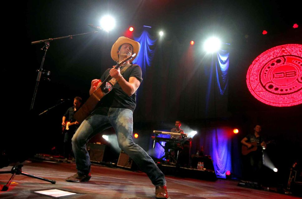 Dean Brody and his band rocked out in front of the MTS Centre crowd in Winnipeg Wednesday. (Boris Minkevich / Winnipeg Free Press)