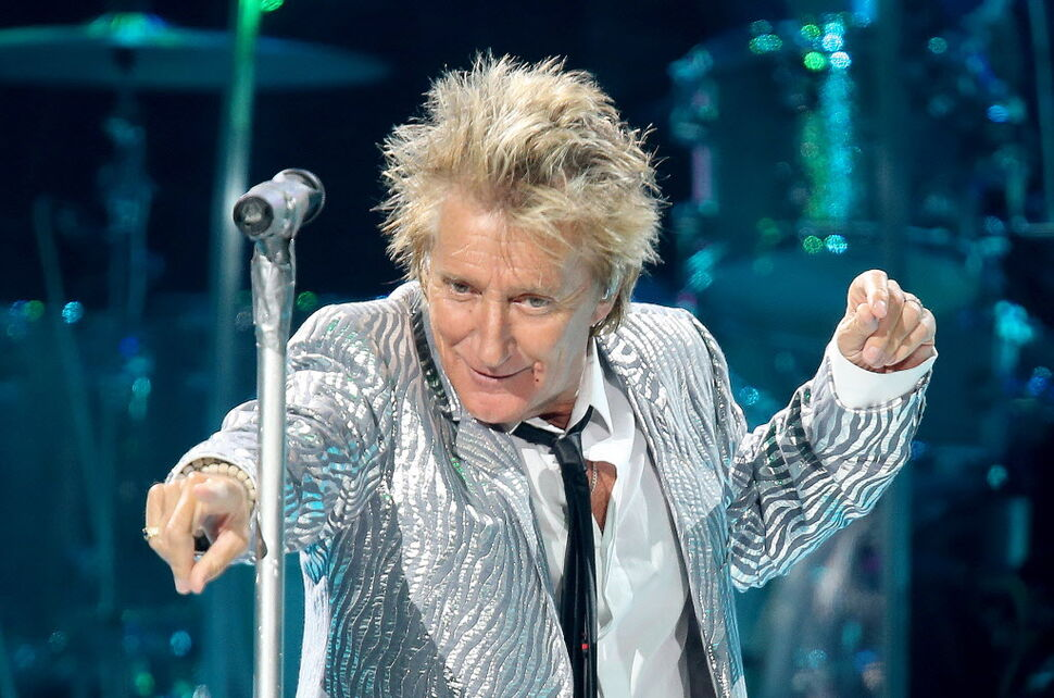 Rod Stewart brought his signature sass to the MTS Centre Friday. (TREVOR HAGAN / WINNIPEG FREE PRESS)