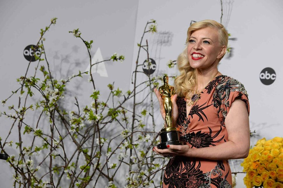 Catherine Martin poses with the Acdemy Award for best costume design for The Great Gatsby. (Jordan Strauss / The Associated Press)