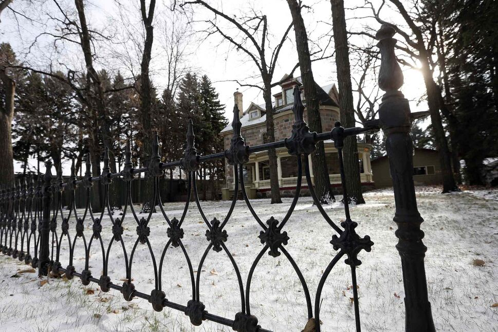 An iron fence surrounds the Morden home. (KEN GIGLIOTTI / WINNIPEG FREE PRESS)