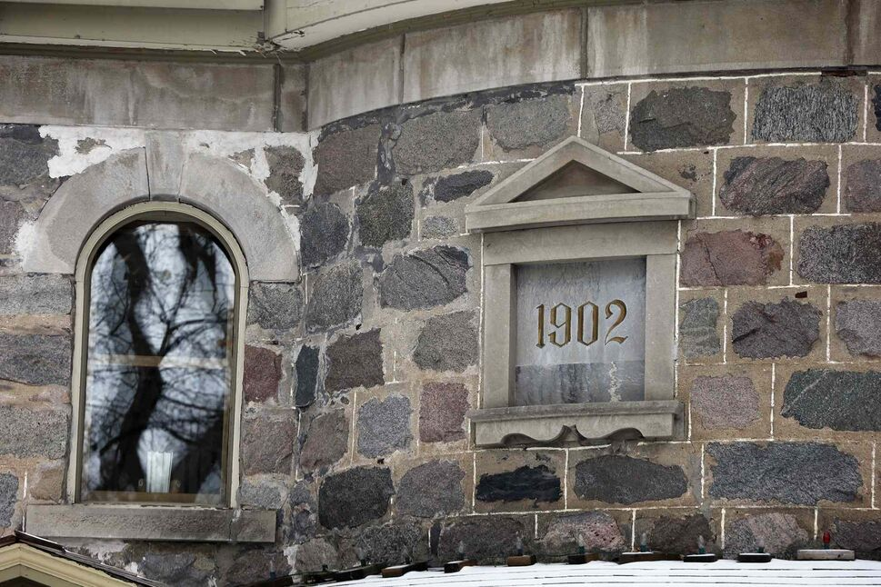 A date marker adorns the exterior stone wall. (KEN GIGLIOTTI / WINNIPEG FREE PRESS)