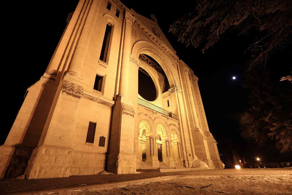 Above the Saint Boniface Cathedral, a full moon becomes a blood moon. (Trevor Hagan / Winnipeg Free Press)