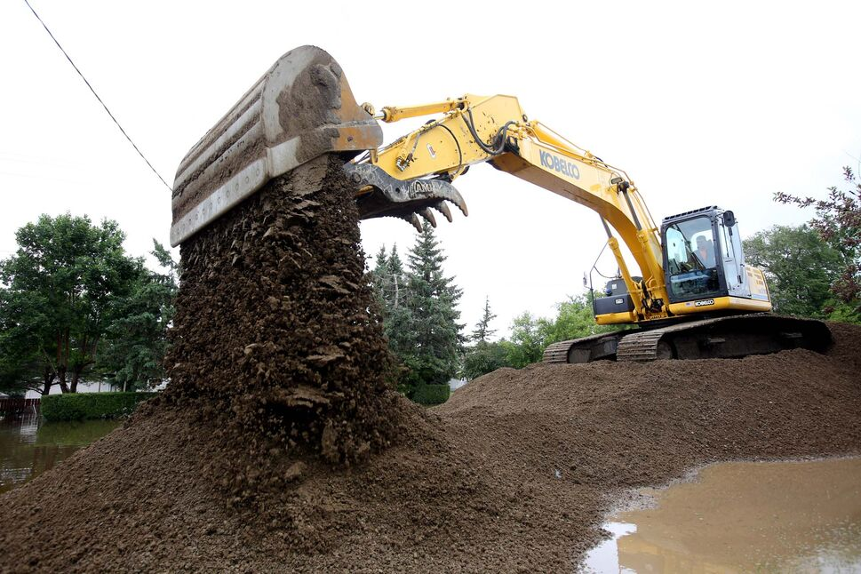A dike is built along King Street in Virden on Monday to protect a lift station from the rising Gopher Creek.  (Tim Smith / Brandon Sun)