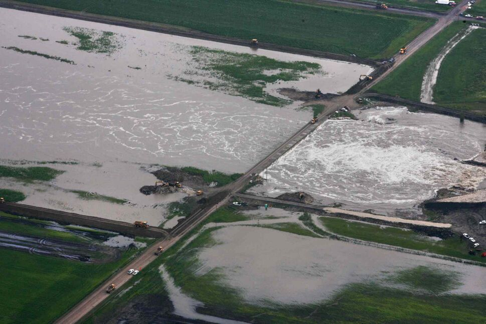 Aerial photo north of  Portage la Prairie area of the man-made diversion leading to Lake Manitoba.   (RUTH BONNEVILLE / WINNIPEG FREE PRESS)