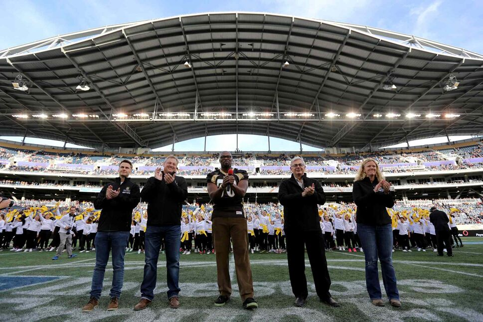 University of Manitoba Students' Union president Jeremiah Kopp (from left), Paul Soubry, campaign team president, Israel Idonije, U of M president David Barnard and Alumni Association president Kim Metcalf help kick off the university's $500-million Front and Centre campaign during halftime of the football game between the Blue Bombers and Edmonton Eskimos. (Trevor Hagan / Winnipeg Free Press files)