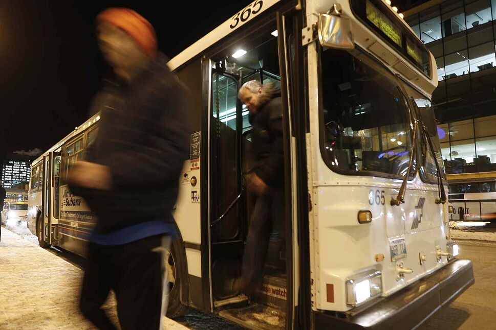 A report proposes using cadets and uniformed officers on Winnipeg city buses. (John Woods / Winnipeg Free Press Files)