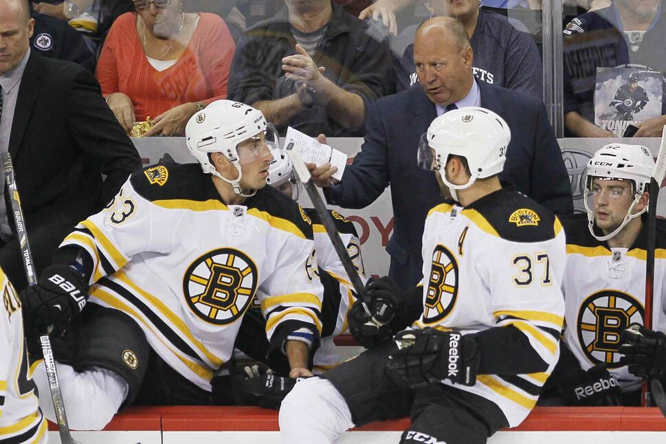 Boston Bruins head coach Claude Julien talks with Brad Marchand (63) and Patrice Bergeron (37) during a commercial break. (JOHN WOODS / THE CANADIAN PRESS)