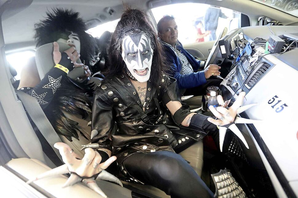 TREVOR HAGAN / WINNIPEG FREE PRESS Members of Kiss tribute band, Last Kiss, catch a cab outside the convention centre on April 13.