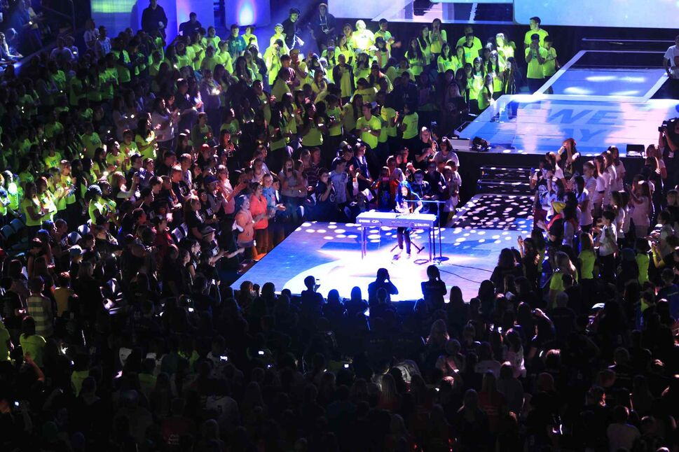 Maria Aragon performs at We Day. (Wayne Glowacki / Winnipeg Free Press)