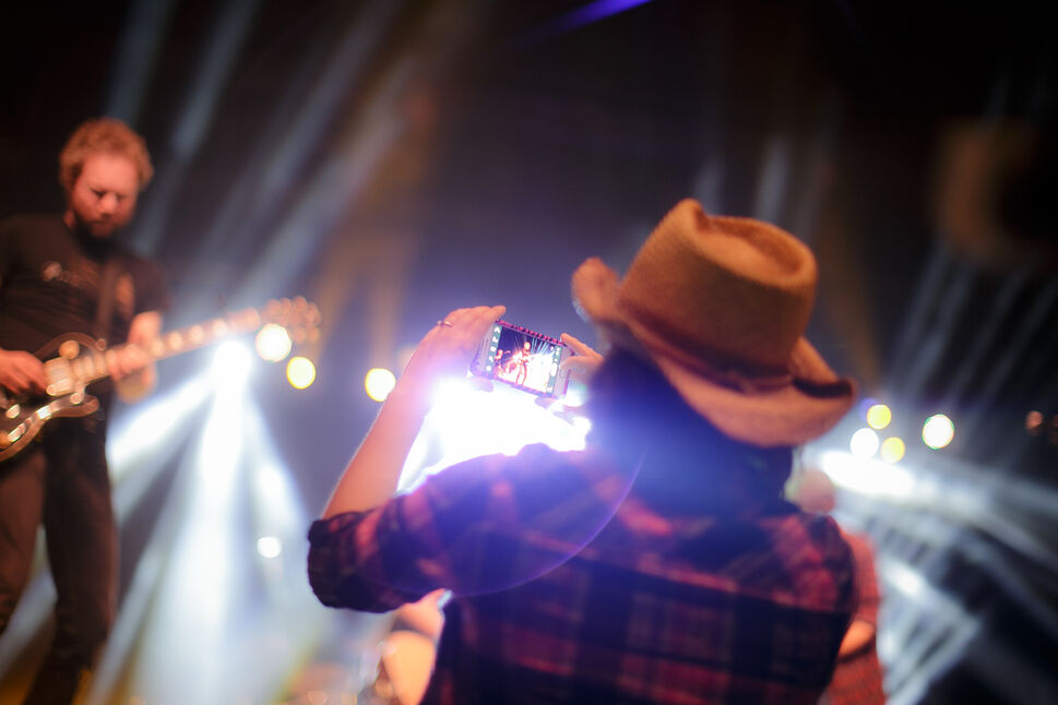 Some country grooving at The Patch during Roar of the Rings. Day 49. (MELISSA TAIT / WINNIPEG FREE PRESS)