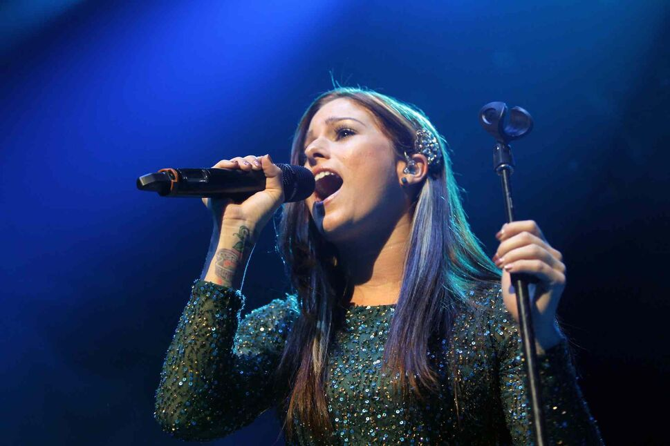 Singer-songwriter Cassadee Pope entertained the MTS Centre crowd as the opening act for Canadian country crooner Dean Brody on Wednesday night. (Boris Minkevich / Winnipeg Free Press)