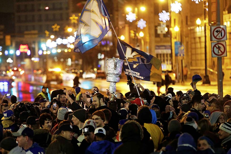 Winnipeg Blue Bomber fans celebrate winning the 107th Grey Cup .  (John Woods / The Canadian Press)