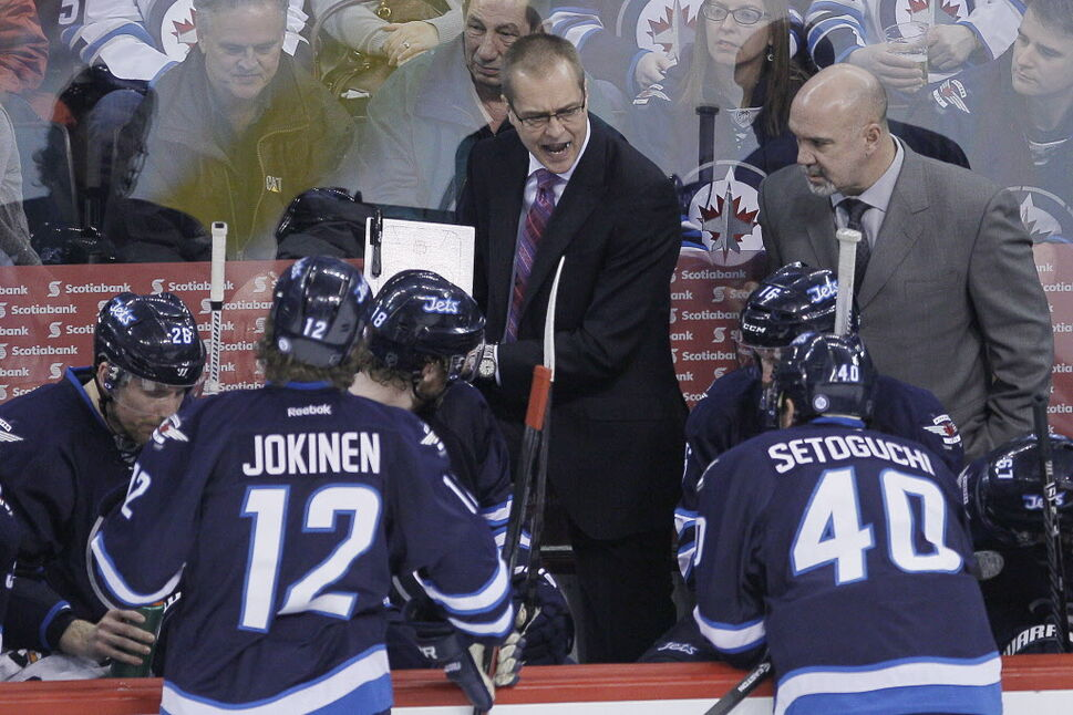 Winnipeg Jets head coach Paul Maurice talks to his players during the third period. (JOHN WOODS / THE CANADIAN PRESS)