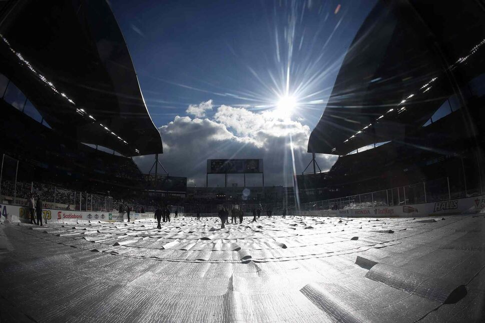 NHL Heritage Classic action has been delayed because it is too nice a day in Winnipeg on Sunday. Organizers had to wait for the sun go behind the grandstand or for some clouds to roll in.  (JOHN WOODS / THE CANADIAN PRESS)