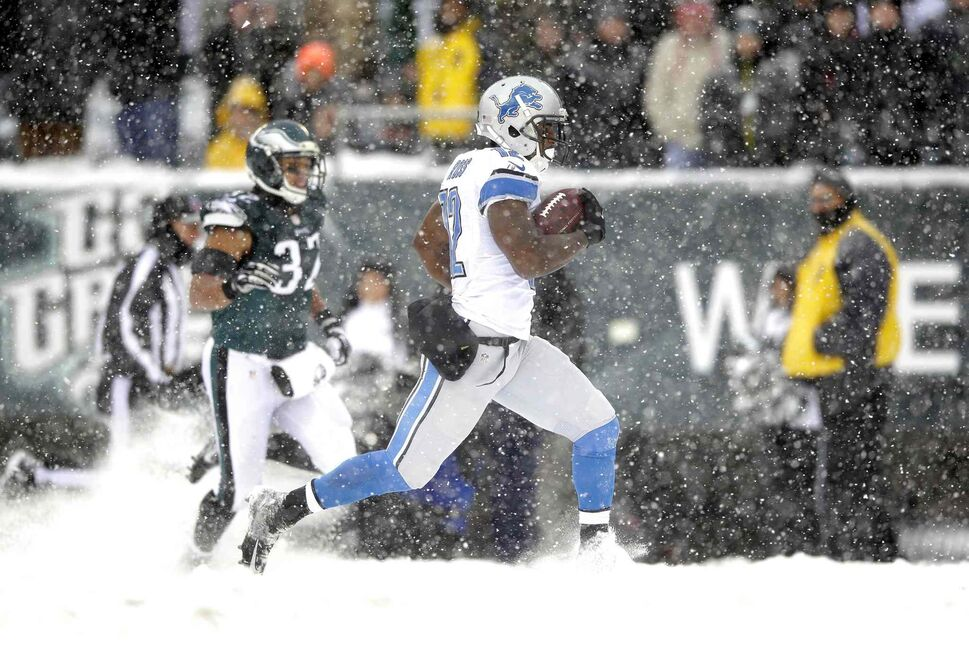 Detroit Lions' Jeremy Ross (right) returns a punt for a touchdown as Philadelphia Eagles' Chris Polk gives chase during the second half of an NFL football game in Philadelphia on Sunday. (Michael Perez / The Associated Press)