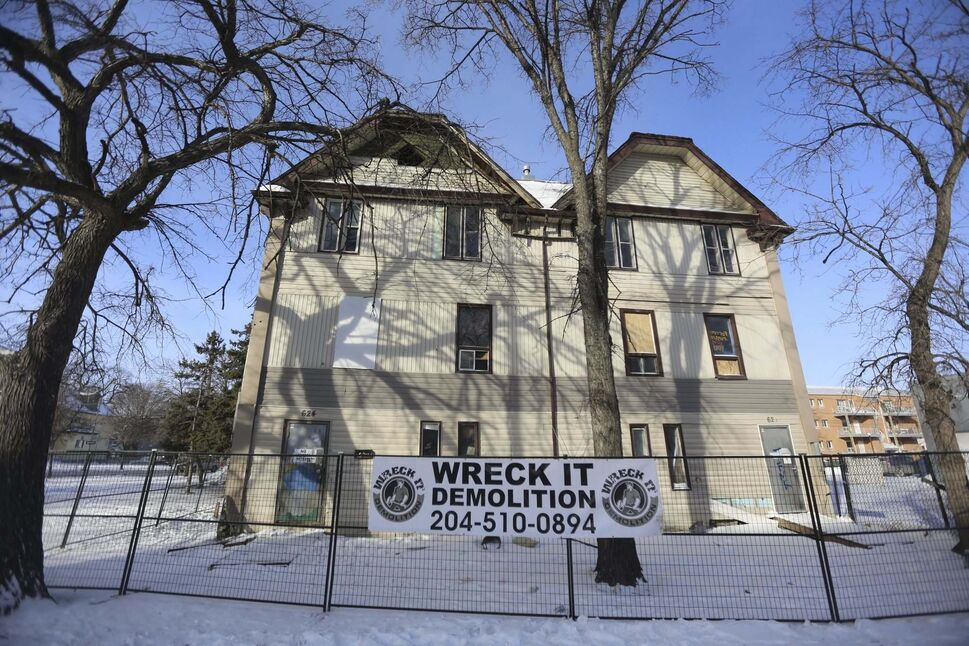 It appears as though the rooming house known as 'Murder Mansion' is going to be demolished. (TREVOR HAGAN / WINNIPEG FRESS)