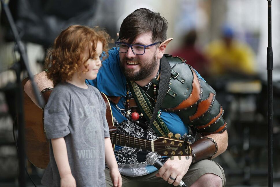 Musician Adam Kirk and his three-year-old son Cerulean.</p>
