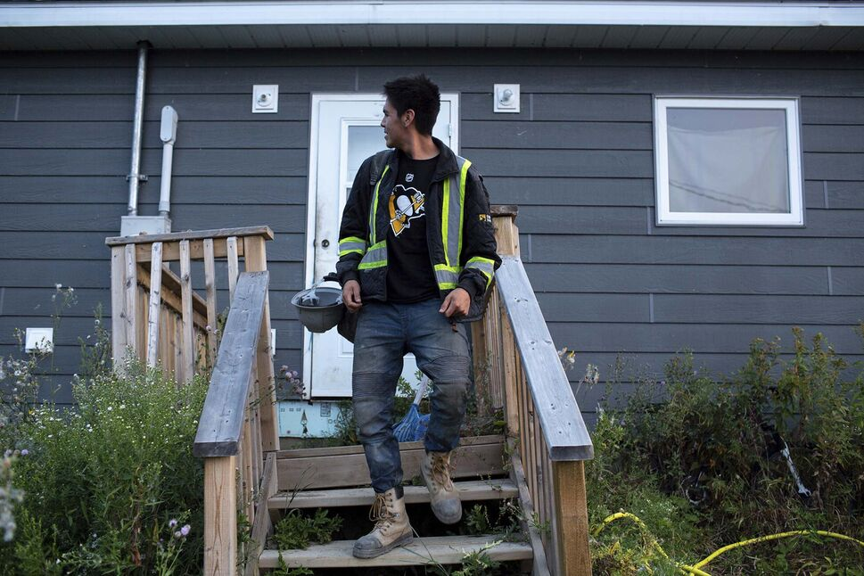 Fernando Paypompee looks back at his home, just steps away from Freedom Road, on his way to work on the morning of Aug. 26. (ANDREW RYAN / WINNIPEG FREE PRESS )