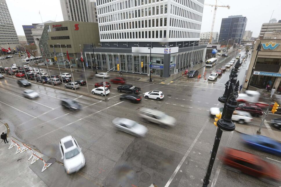 Vote Open proposes building a north-south transit corridor along Fort Street to reduce traffic concerns if Portage and Main is reopened to pedestrians. (John Woods / Winnipeg Free Press)