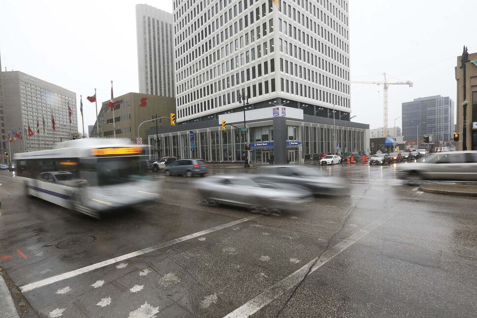 A north-south transit corridor built along Fort Street would ease concerns about traffic congestion near Portage and Main, a group lobbying to reopen the intersection says. (JOHN WOODS / WINNIPEG FREE PRESS)
