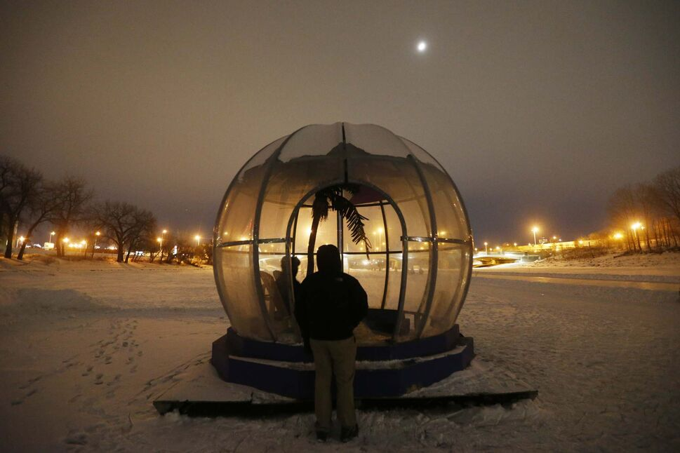 JOHN WOODS / WINNIPEG FREE PRESS FILES Greetings From Bubble Beach
