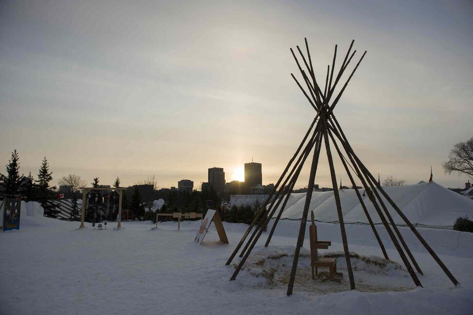 The sun sets on the final Saturday of this year's Festival du Voyageur. (David Lipnowski / Winnipeg Free Press)