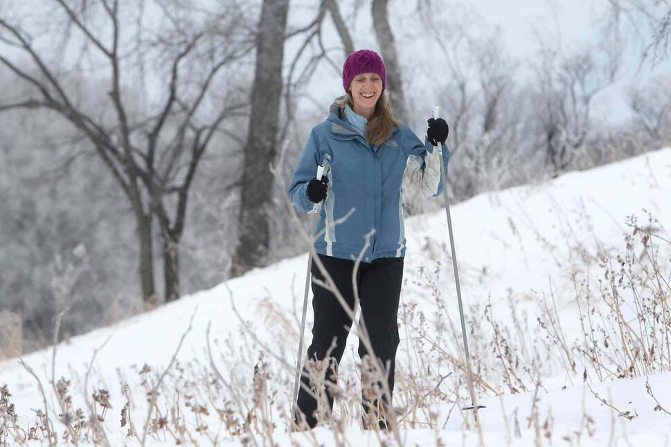 Michelle Hildebrand takes in a morning cross country skin near Omand's Creek Saturday.  (Ruth Bonneville / Winnipeg Free Press)