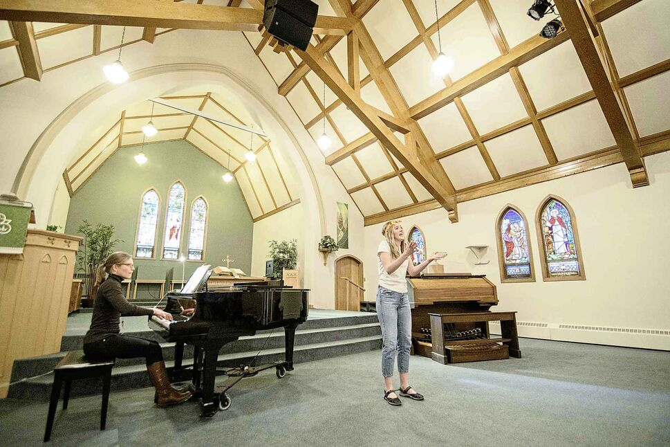 "Grace Pilkey of St johns Ravenscourt, performs ""Mamma Mia"" from the musical ""Mamma Mia at Churchill Park Church. (Mike Sudoma / Winnipeg Free Press)"