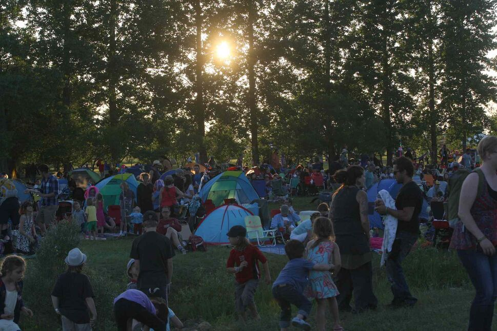 The sun sets on a gorgeous summer day as crowds heat up for another night of music at the Folk Festival Friday. (Joe Bryksa / Winnipeg Free Press)